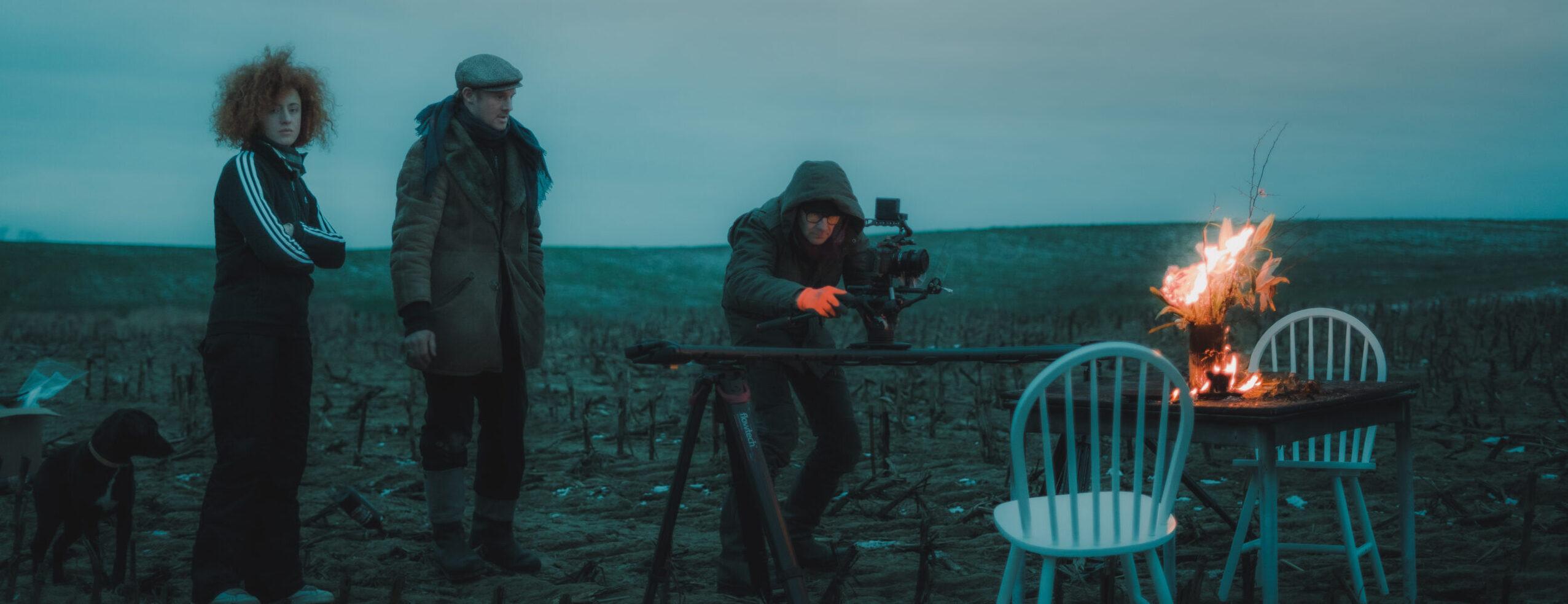 Setfoto Musikvideodreh auf freiem Feld